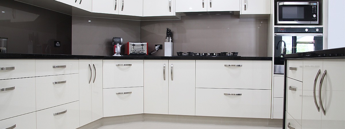 Kitchen design with large drawers and cabinets